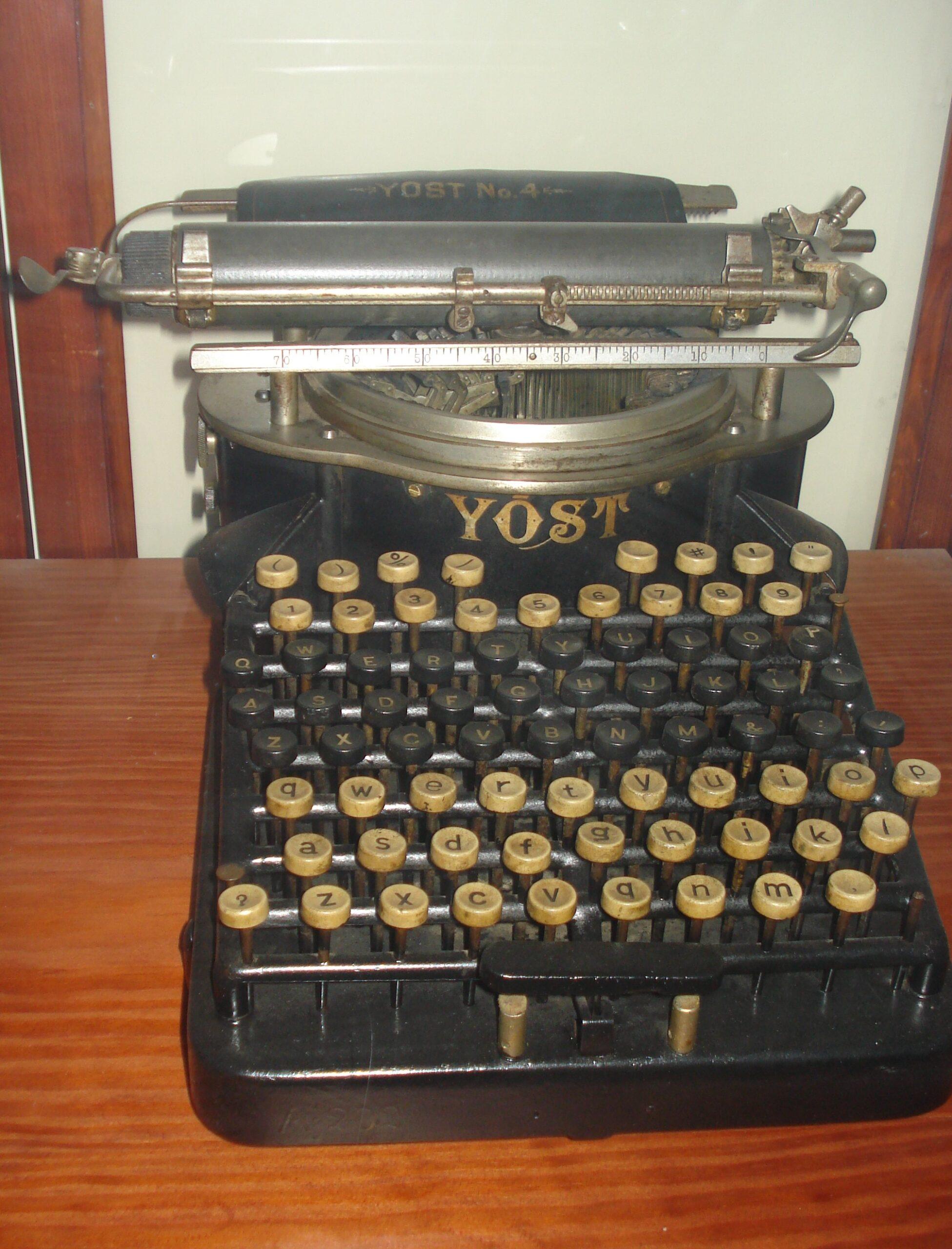 Γραφομηχανή YOST
