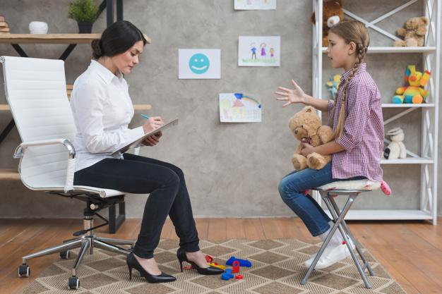 παιδική ψυχολόγος παιδί-γιατρός-ψυχολόγος-κοινωνική λειτουργός